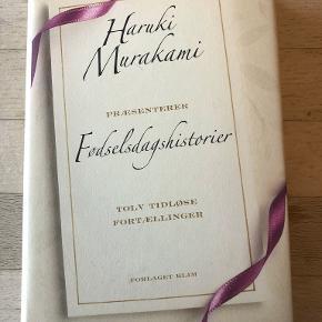 Fødselsdagshistorier  af Haruki Murakami Tolv tidløse fortællinger Fødselsdagshistorier af Haruki Murakami er en samling af noveller skrevet af de mest populære forfattere indenfor novellegenren, som den japanske forfatter og oversætter Haruki Murakami nøje har udvalgt. Hver historie er et øjebliksbillede taget af livet på én enkelt dag - nemlig fødselsdagen indb m smudsomslag, kan sendes m DAO for 39 kr oveni til nærmeste udleveringssted