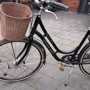 Cyklen har netop fået nyt bagdæk og lige smurtSaddel er af silikone og derfor lækker at sidde på Passer til en person som er mellem 165-180