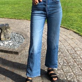 Levi's ribcage bukser i en størrelse 27.  Har ingen slidtegn. Byd :)