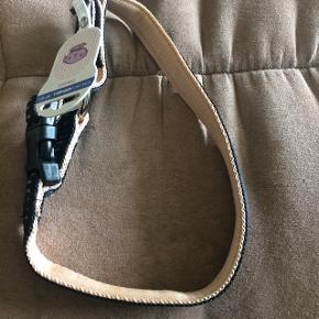 Halsbånd er nye Størrelse small Længde 30-45 cm Bredde 15 mm