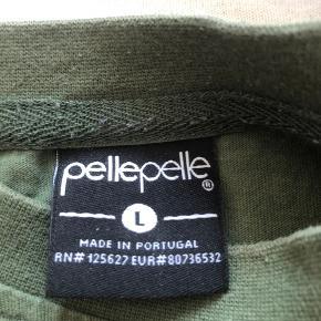 PellePelle t-shirt  i L brugt men i god stand.