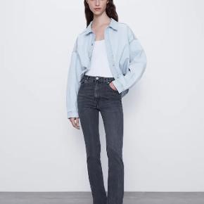 Sælger disse seje ZARA jeans i grå, da jeg desværre ikke får dem brugt.  Nyprisen er 300 kr. og j sælger dem for 175 kr. - er åben for bud 🤗