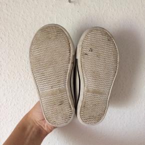 H&M - leopard sko Str. 24 God men brugt Farve: leopard Indvendig sål mål: 15 cm Køber betaler Porto!  >ER ÅBEN FOR BUD<  •Se også mine andre annoncer•  BYTTER IKKE!
