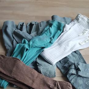 Strømpebukser de hvide leggings..dem med prikker helt nye..3 par smalle de brune og 2 par grønlige.. de tyrkise er fra krymmel.  Str er fra 134-146