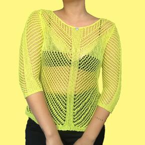 Neongul nettrøje fra Guess Str. S/M Mp er 160 kr Sender med DAO Bytter ikke  Køber betaler for fragt