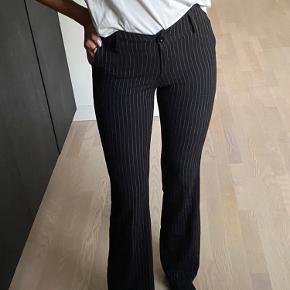 Sorte bukser med striber🖤