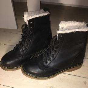 Sælger disse smarte og varme vinterstøvler, da de desværre er for store