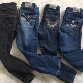 Jeans str 5 år Levis 75 kr pr par  Fejler intet