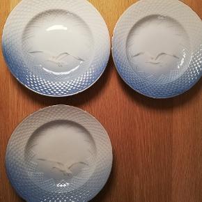 7 stk. Dybe tallerkener fra Bing og Grøndahl. 2. Sortering og med guldkant. Kom med et bud.