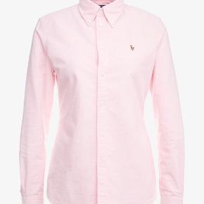 Fin lyserød ralp lauren skjorte.  Den er desværre for lille.   Den er brugt et par gange.   #30dayssellout   Nypris omkring 800.