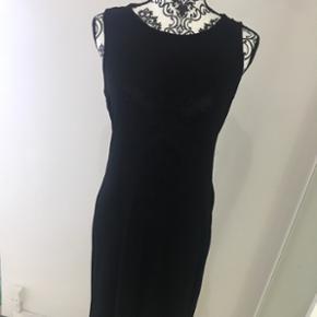 Helt ny kjole fra moves aldrig brugt.