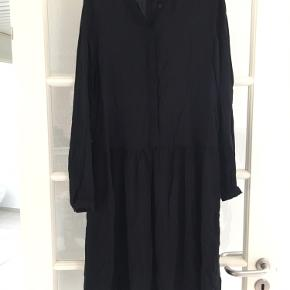 Oversize kjole. Fejler intet.
