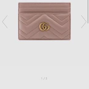 Gucci kortholder med plads til mønster og sedler. Helt ny og alt medfølger.