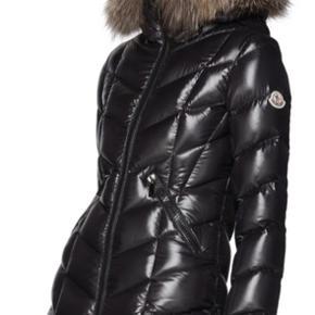 Jeg sælger min Moncler Fulmarus dynefrakke, da den aldrig har været på og kun hænger til pynt inde i skabet.  Online kvittering fra Ssense haves.  Bemærk at denne str (str 5) XXL pt er udsolgt alle steder.  Den svarer til en dansk str 42.  Billeder med min egen frakke opdateres snarest.