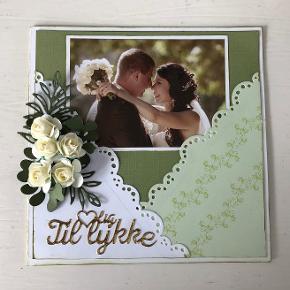 Håndlavet bryllup kort. Mål 14,8 x 14,8 cm. inkl. kuvert. pris + evt. porto