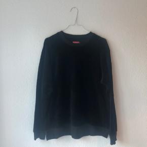 Velour trøje Supreme Cond 8/10 Ny pris 1000ish
