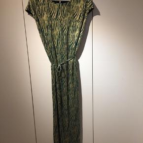 Super fin kjole til festlige lejligheder :))