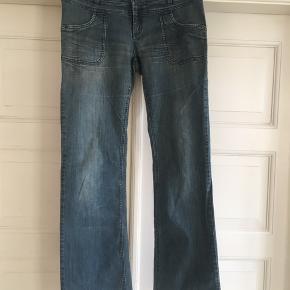 Pæne cowboybukser fra Vero Moda i lysere blå😀 Kan hentes i midtbyen også