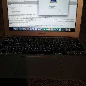 Macbook 11 tommer fra 2014... Brugt kun til studiet fejler intet Nypris var 10000 Mp 2100