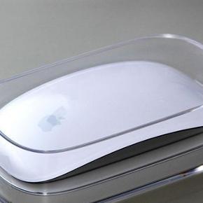"""Apple """"Magic Mouse"""" i super stand - aldrig brugt, har bare været i æsken. Sælges, da jeg desværre ikke får den brugt. Nypris 649,- kom gerne med et bud"""