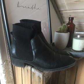 sælger disse lækre støvler!str 39 køber betaler fragt 😜🌻