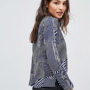 Bluse skjorte fra Oeuvre med asymmetrisk mønster i striber
