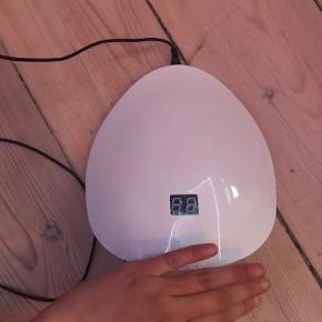 Aldrig brugt eller prøvet LED/UV LAMPE TIL FALSKE NEGLE 😱 købt fra B4beauty 🌸 har hånd-sensor, hvis du har spørgsmål så skriv endelig