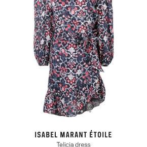 Sælger den smukkeste Isabel Marant kjole. Den er str.42 men jeg er selv en 38 og passer den perfekt, da IM er småt i størrelsen. Som vist, er nyprisen lidt over 7000,- og den er kun brugt få gange🌸💫 Bud ønskes