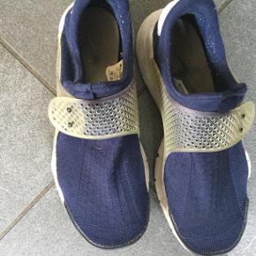 Nike Socks i pæn stand  Str 40  Indvendig længde ca 25  Pris 100 pp