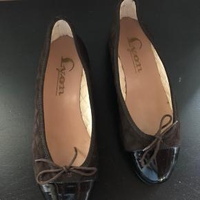 """Fin """"quilted"""" ruskind/lak sko fra Lyon str 38 Kun brugt få gange 200kr eller byd 😊"""