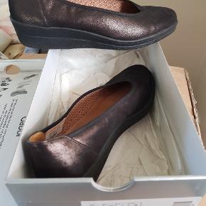 Sælger disse lækre sko jeg aldrig har fået brugt da jeg bare har alt for mange sko😅 Str.37 1/2. Nypris 599,- sælges for 400,- pp.