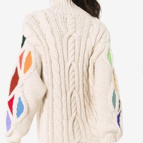 Smuk strik fra Rosie Assoulin købt i Holly Golightly Den er som et lille kunstværk! Nypris 8200