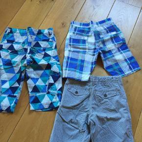 Varetype: Shorts Størrelse: 146-152 Farve: Blå  3 par fine shorts som næsten ikke brugte, sælges for 110+ for alle 3 par.