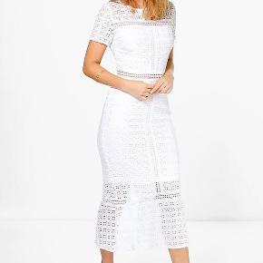 Smukkeste hvide blonde kjole fra Showny, aldrig brugt og forsat med prismærke på.
