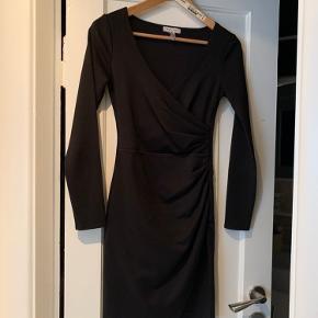 Mega flot mini dress fra Nly One.