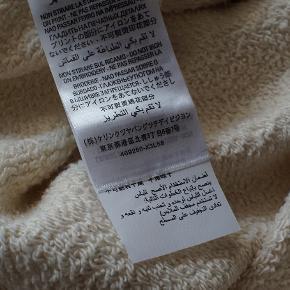 Gucci Soave Amore Guccification Panther Print Sweatshirt Creme str XS. Unisex, men Gucci markedsførte den til kvinder. Model 469250-x3l58, Google selv for mere info. Str. XS - Fitte større. Armhule til armhule: 55cm Armhule og ned til bunden: 46cm Aldrig været brugt.