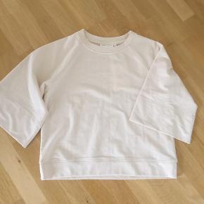 Prøvet/brugt en gang Lækker sweatshirt Stor i str Jeg bytter ikke