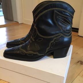Splinternye Ganni støvler. Aldrig brugt.