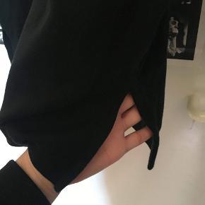 Fed og rigtig komfortabel Nike sweatshirt.  Mp: 75 kr Bin: 125 kr.