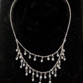 Fin halskæde med glas perler. 💎