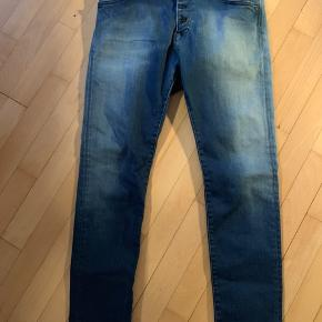 Str 26. Super lækre jeans med masser af stræk. Brugt og vasket to gange.