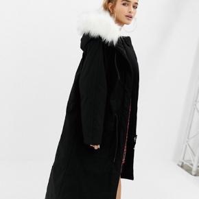 Collusion Petite Parka Jacket with fur lined hood  Størrelse - S/36/UK8  Prøvet på en enkel gang.