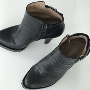Pura Lopez støvler, str. 38, nypris 3500kr - brugt men meget fint velholdt 🛍 sender på købers regning og bytter ikke ☺️ BYD gerne