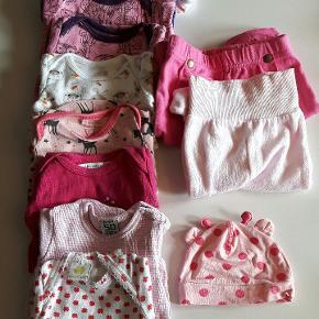 Tøjpakke sælges, mange bodyer. Billede 1: str 50 Billede 2: str 56 Brugt, men stadig pænt. Mærker som H&M, Mads & Mette og Friends m.m.