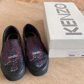 Fede læder sko fra Kenzo brugt max 15 gange, de fejler intet. ny pris 1200 kr. Sender gerne Porto 37 kr.