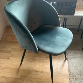 Super fine grøn velour stole fra søstrene grene. 3 stk haves. 800 kr for alle 3