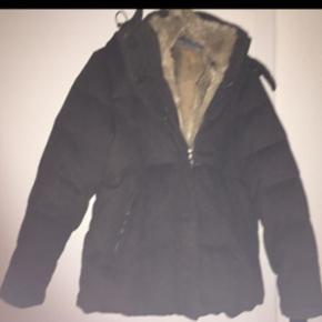 Blaser dame jakke i dun og uld, kanin vest kan tages af. Ny pris var 6500kr. Sælges for 2000