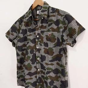 Rigtig lækker Bape skjorte her til sommeren, en overdel der ikke ses hver dag.
