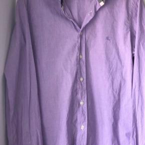 Helt vildt lækker burberry skjorte sælges.  Np: 2200 kr Mp: 220 kr.