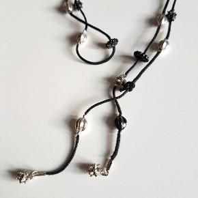 Lang kæde fra Pilgrim der kan bruges som halskæde eller armbånd  Sælges udelukkende fordi jeg ikke får den brugt, og jeg har så mange smykker i forvejen 🙈  Sendes med DAO gennem Trendsales.